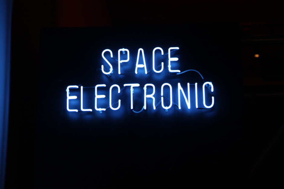 space-electronic_notte-italiana-gilly-booth-catharine-rossi-firenze-monditalia